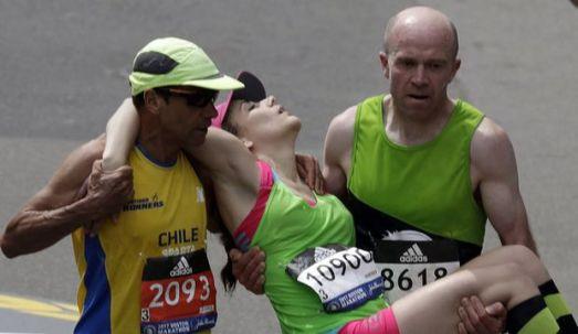 Boston Marathon 2017 Men Carry Woman